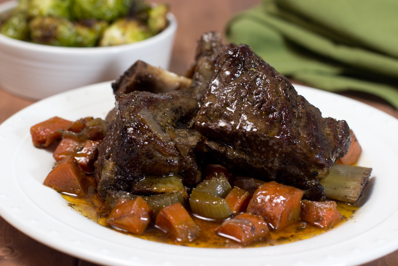 Slow Cooker Braised Short Ribs (With Cooking Video)