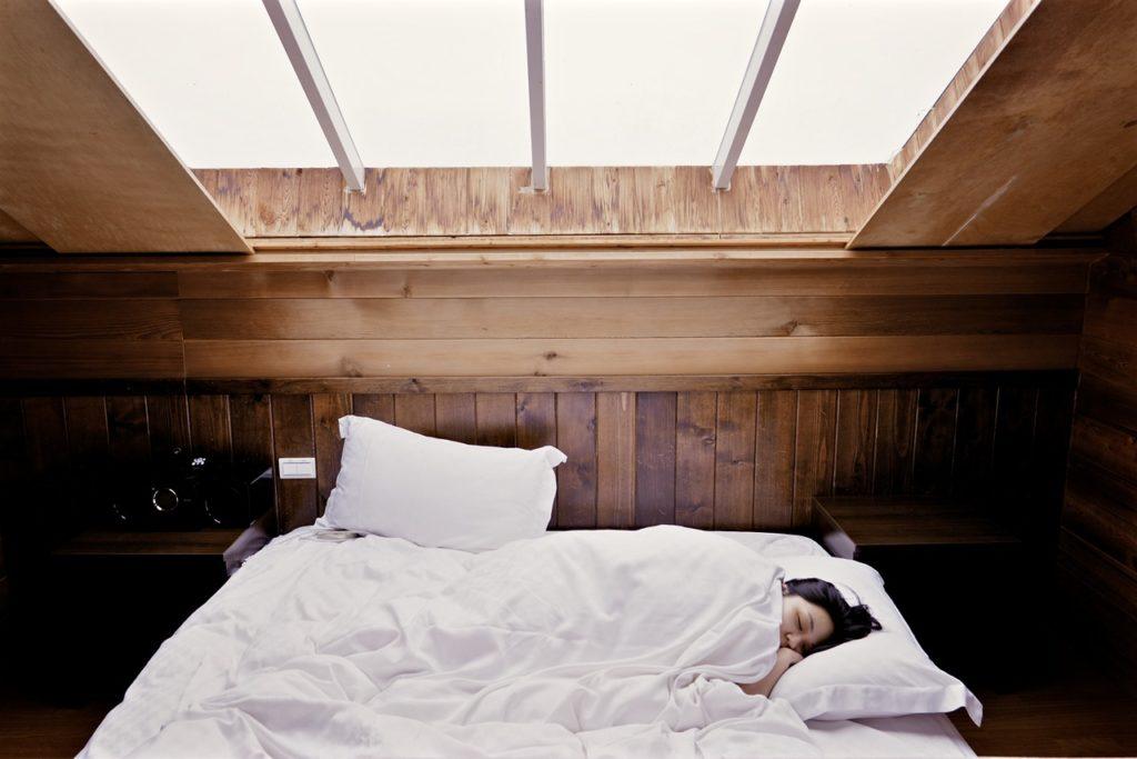 woman sleeping on natural-latex-mattress-sleep-ez-review