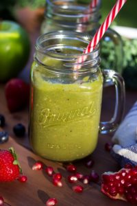 Pomegranate And Berry Blast Green Smoothie (Weekly Workouts)
