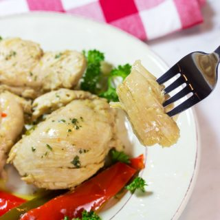 You just won't believe how these simple ingredients (chicken, extra-virgin olive oil, garlic, onions, and peppers) combine for a mouthwatering dish. This is a flavor party in your mouth. Gluten-Free, Low-Carb, Keto, Paleo, Whole 30 #ketochicken ##glutenfree #recipe #whole30 #paleo